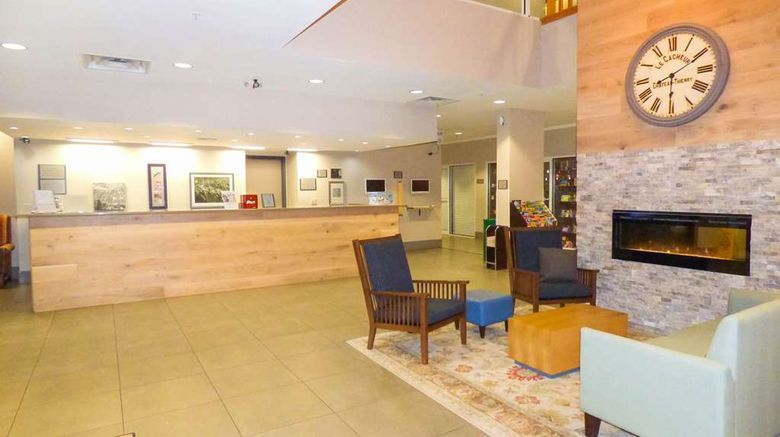 """Country Inn  and  Suites Orlando Lobby. Images powered by <a href=""""http://web.iceportal.com"""" target=""""_blank"""" rel=""""noopener"""">Ice Portal</a>."""