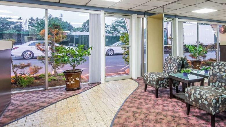 """Days Inn Hicksville Long Island Lobby. Images powered by <a href=""""http://web.iceportal.com"""" target=""""_blank"""" rel=""""noopener"""">Ice Portal</a>."""