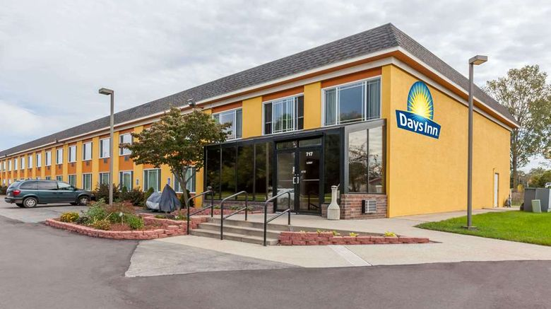 """Days Inn Holland Exterior. Images powered by <a href=""""http://web.iceportal.com"""" target=""""_blank"""" rel=""""noopener"""">Ice Portal</a>."""