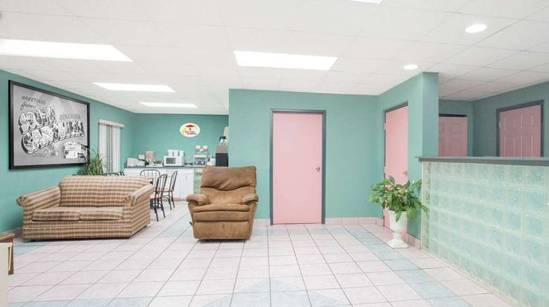 """Super 8 Columbia Lobby. Images powered by <a href=""""http://web.iceportal.com"""" target=""""_blank"""" rel=""""noopener"""">Ice Portal</a>."""