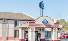 Days Inn & Suites Youngstown/Girard