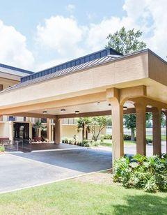 Baymont Inn & Suites Pensacola