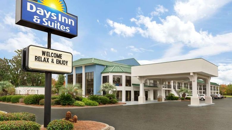 """Days Inn  and  Suites Savannah Midtown Exterior. Images powered by <a href=""""http://web.iceportal.com"""" target=""""_blank"""" rel=""""noopener"""">Ice Portal</a>."""