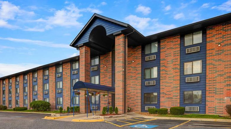 """Motel 6 Elk Grove Village - OHare Exterior. Images powered by <a href=""""http://web.iceportal.com"""" target=""""_blank"""" rel=""""noopener"""">Ice Portal</a>."""