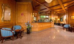 Kings Center Hotel