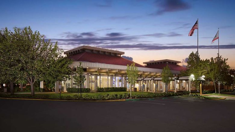 """Hilton Oakland Airport Exterior. Images powered by <a href=""""http://web.iceportal.com"""" target=""""_blank"""" rel=""""noopener"""">Ice Portal</a>."""