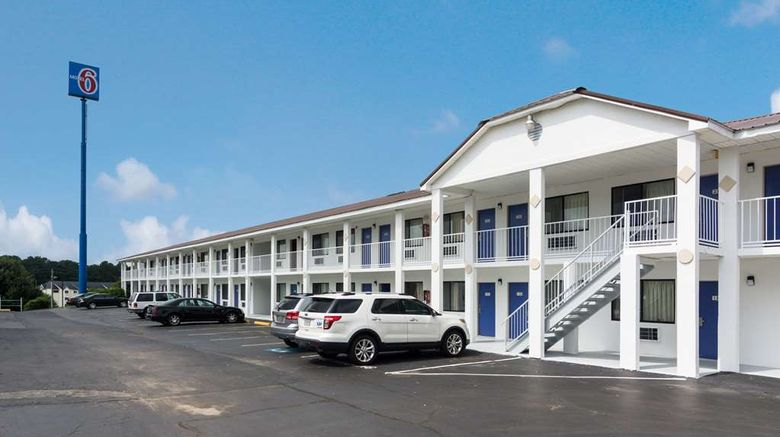 """Motel 6, Sumter Exterior. Images powered by <a href=""""http://web.iceportal.com"""" target=""""_blank"""" rel=""""noopener"""">Ice Portal</a>."""