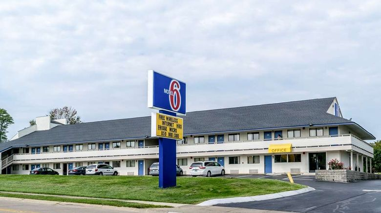 """Motel 6 Florence Exterior. Images powered by <a href=""""http://web.iceportal.com"""" target=""""_blank"""" rel=""""noopener"""">Ice Portal</a>."""