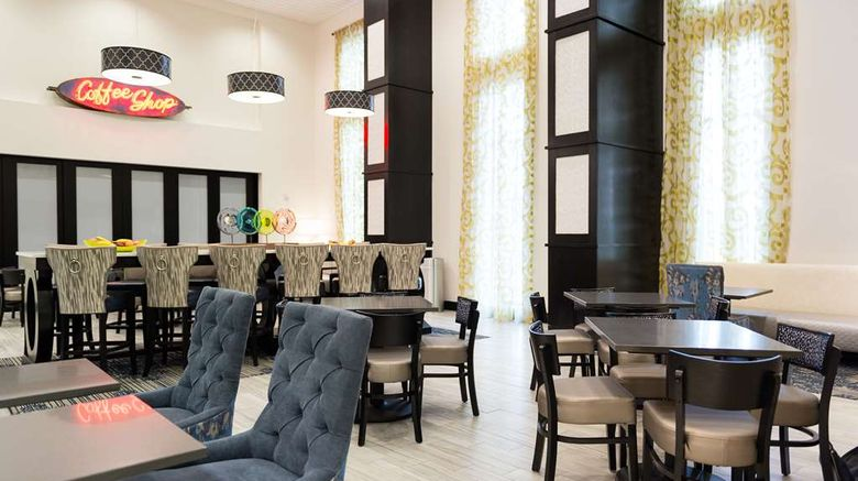 """<b>Hampton Inn & Suites La Crosse Downtown Lobby</b>. Images powered by <a href=""""https://iceportal.shijigroup.com/"""" title=""""IcePortal"""" target=""""_blank"""">IcePortal</a>."""