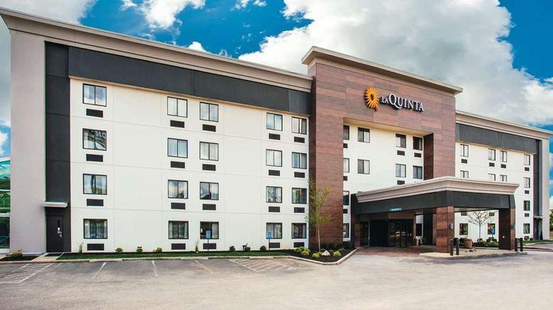"La Quinta Inn  and  Suites Cincinnati NE Exterior. Images powered by <a href=""http://web.iceportal.com"" target=""_blank"" rel=""noopener"">Ice Portal</a>."