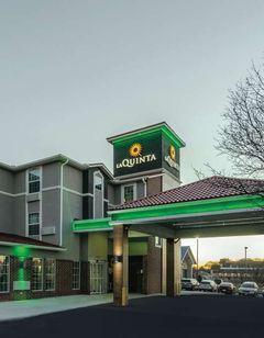 La Quinta Inn & Suites Kansas City Arpt