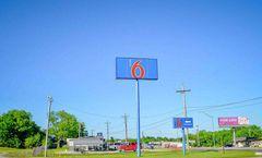 Motel 6 Atoka