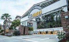 Tilt Hotel Universal/Hollywood, Ascend