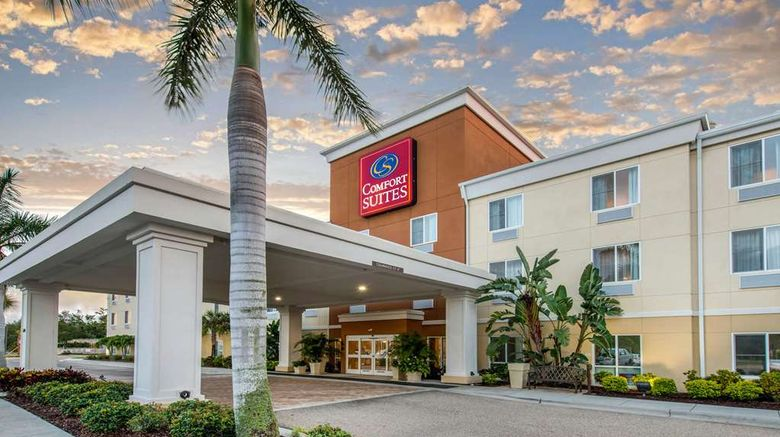 """Comfort Suites Sarasota Exterior. Images powered by <a href=""""http://web.iceportal.com"""" target=""""_blank"""" rel=""""noopener"""">Ice Portal</a>."""