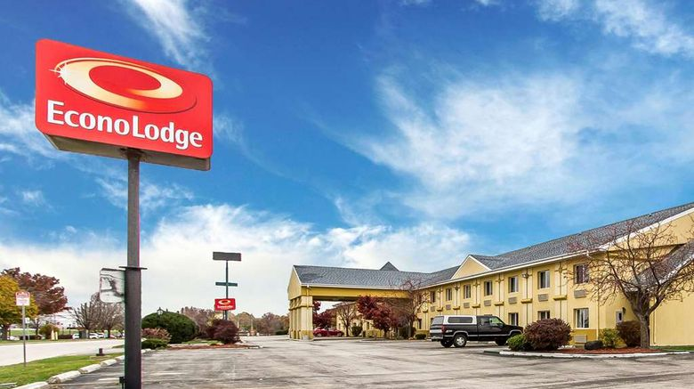 """Econo Lodge Bloomington Exterior. Images powered by <a href=""""http://web.iceportal.com"""" target=""""_blank"""" rel=""""noopener"""">Ice Portal</a>."""