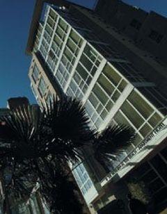 910 Beach Ave Apartment Hotel