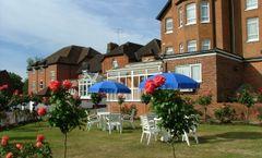 Walton Cottage Hotel & Suites
