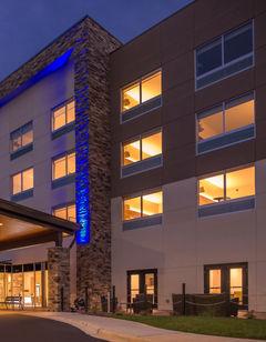 Holiday Inn Express Suites Farmville