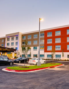 Holiday Inn Express/Suites Russellville