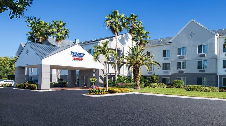 "Fairfield Inn/Stes Fort Myers Cape Coral Exterior. Images powered by <a href=""http://www.leonardo.com"" target=""_blank"" rel=""noopener"">Leonardo</a>."