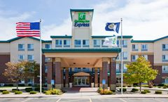 Holiday Inn Express & Suites St. Paul Ne