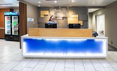 Holiday Inn Express & Suites Tulsa South