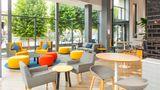 Holiday Inn Express Leeds-Armouries Lobby