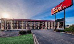 Red Roof PLUS+ Huntsville - Madison