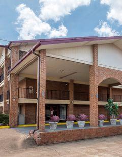 Red Roof Inn & Suites Bossier City