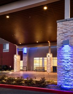 Holiday Inn Express & Suites Bend South