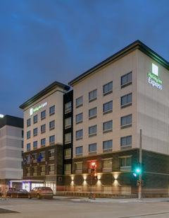 Holiday Inn Express Milwaukee Downtown