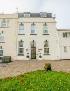 OYO Flagship Winford Manor