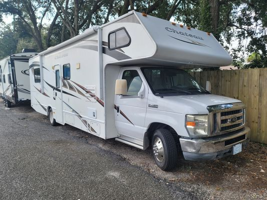 2011 FOUR WINDS CHATEAU(Stock # UC97038A)