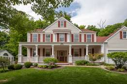 2-Story Home in the heart of Chesterfield