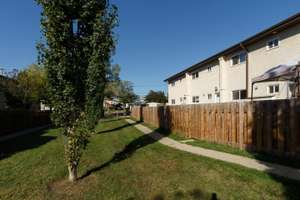 Renovated 3 bedroom townhouse in Pleasantview
