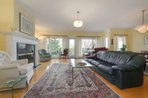 Gorgeous top floor condo in Belgravia