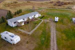 Beautiful 2.47 acre Sturgeon County acreage