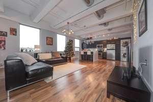 Upgraded modern downtown loft
