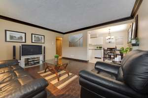 Spacious, PET FRIENDLY, end unit condo in Oliver