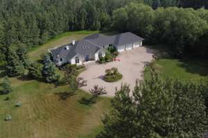 Custom built bungalow on one acre in Windermere