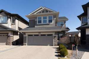 Stunning 2 storey home in Stewart Greens