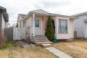 Well maintained 4 level split in Kiniski Gardens