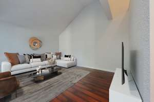 Renovated 2 storey townhouse in Dunluce