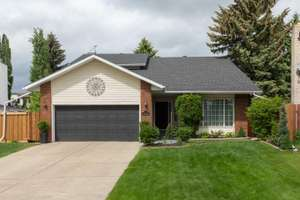 Beautifully maintained 2 storey in Wolf Willow