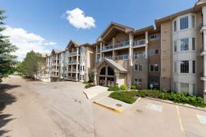 Immaculate condo in 40+ adult living building in Beaumaris