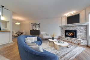 Move-in ready, 3 bedroom townhouse in Ormsby Place