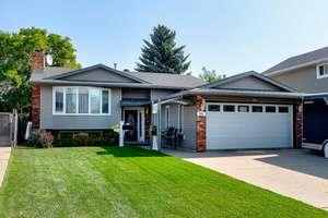 Move-in ready bi-level home in Overlanders