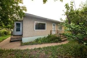 Charming 2 bedroom bungalow in Westlock!