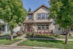 Beautifully appointed 2 storey home in Terwillegar Towne