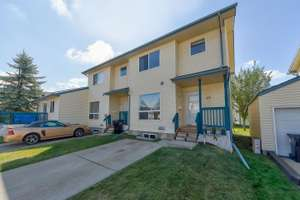 Move-in ready 2 storey townhouse in Central McDougall